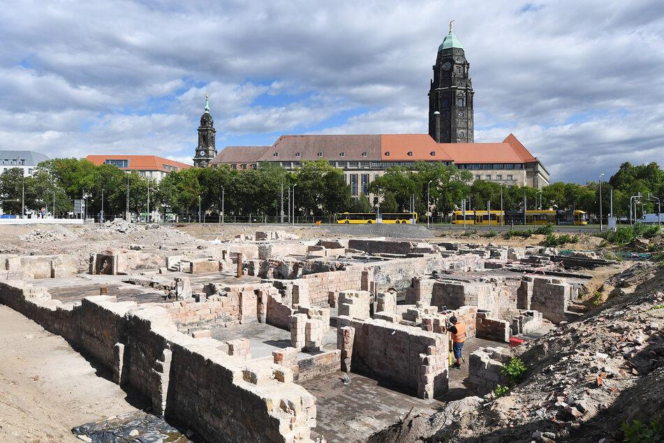 Aktuell graben Archäologen auf dem Ferdinandplatz. Über den geplanten Neubau danach wird wieder gestritten.