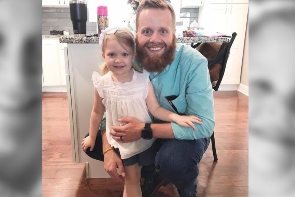 Matt Collins mit seiner kleinen Hattie, die infolge eines Tornados starb.