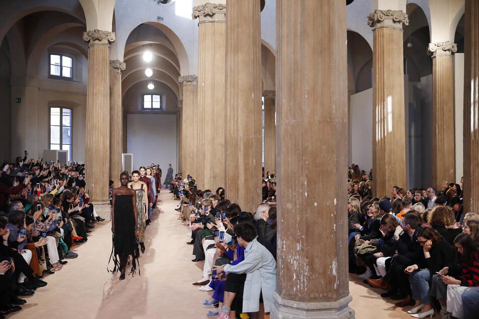 Models präsentieren die Kreationen der Herbst/Winter Damenkollektion 2020/21 des italienischen Modeunternehmens Salvatore Ferragamo.