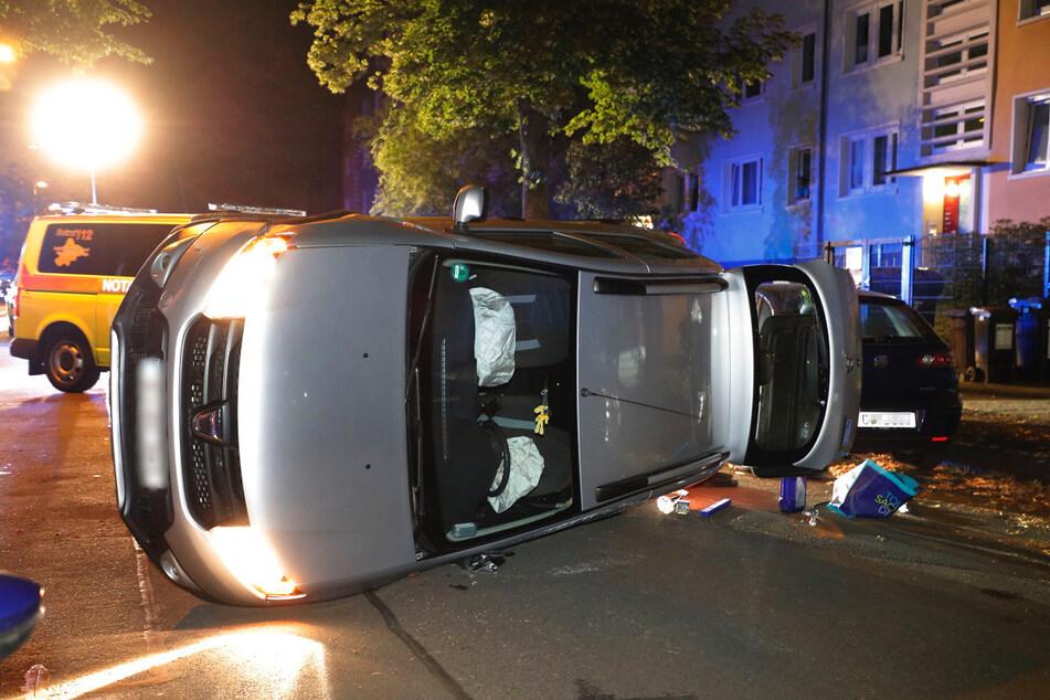 Auto knallt gegen geparkten Skoda: Fahrerin verletzt