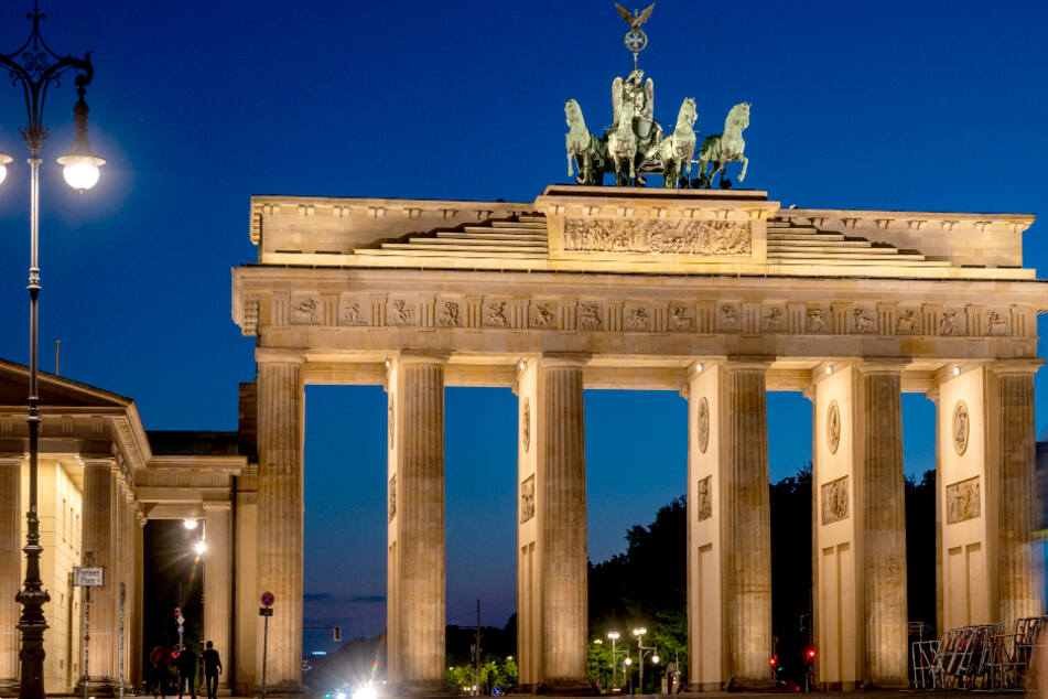 Senat erteilt Absage: Brandenburger Tor ohne Regenbogen-Beleuchtung!