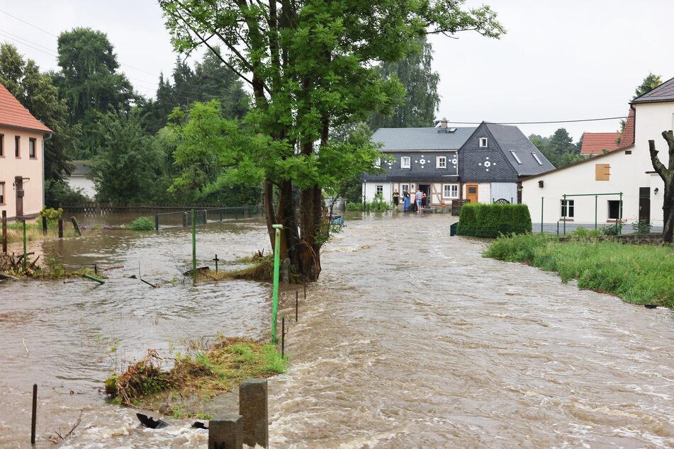 In Neukirch trat die Wesenitz über die Ufer und verwandelte ganze Grundstücke in ein Flussbett.