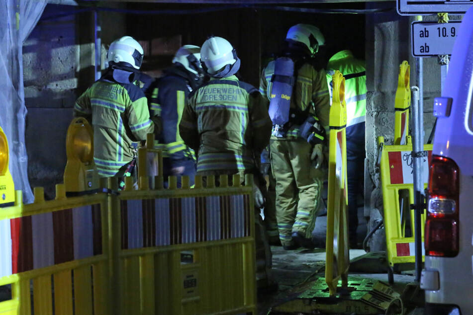 Feuerwehrleute in Dresden-Pieschen.