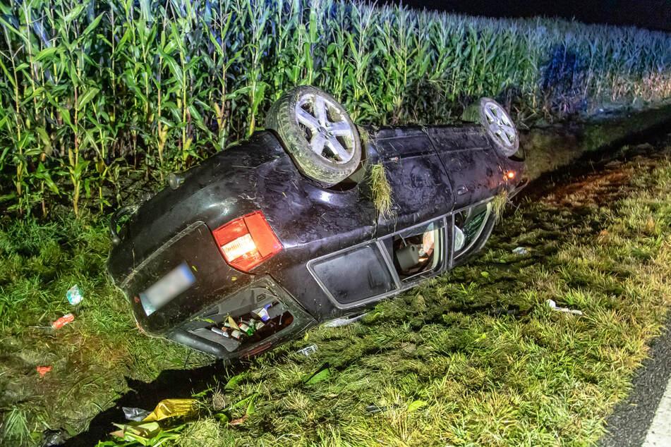Heftiger Crash im Erzgebirge: Audi knallt gegen Bäume und landet auf Dach