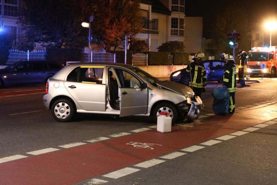 Eines der Autos blieb mitten auf der Straße stehen.