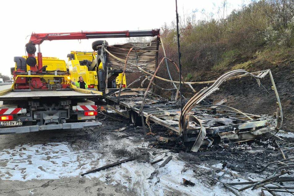 Ein Lkw-Anhänger ist auf der A10 in Brand geraten.