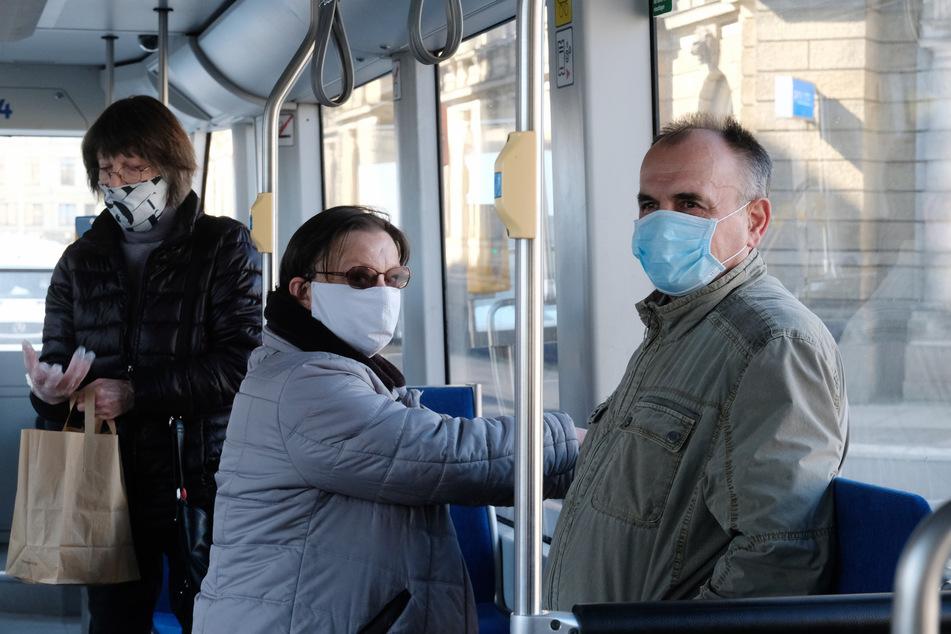 Die meisten Fahrgäste haben bereits eigene Masken genäht oder gekauft.