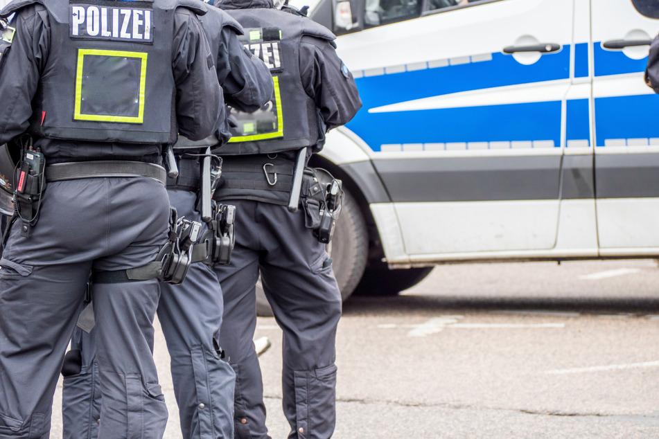 Rentner bedroht Partygäste mit Schusswaffe und löst SEK-Einsatz aus!