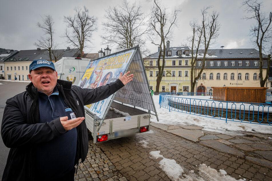 Mit seinem Nacktrodel-Plakat ärgerte Joachim Nöske (68) den Bürgermeister. Jetzt will er den Versöhnungspieks.