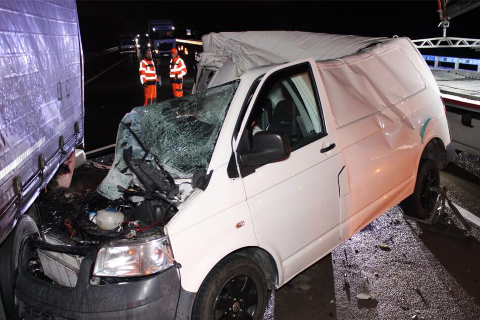 Die Autobahn musste für die Bergungs- und Rettungsarbeiten gesperrt werden.