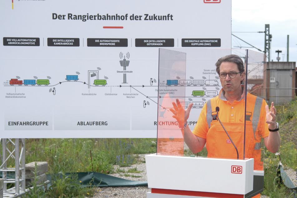 """Andreas Scheuer (46, CSU), Bundesverkehrsminister, stellt bei einem Medientermin am Rangierbahnhof München-Nord den """"Digitalen Rangierbahnhof"""" vor."""