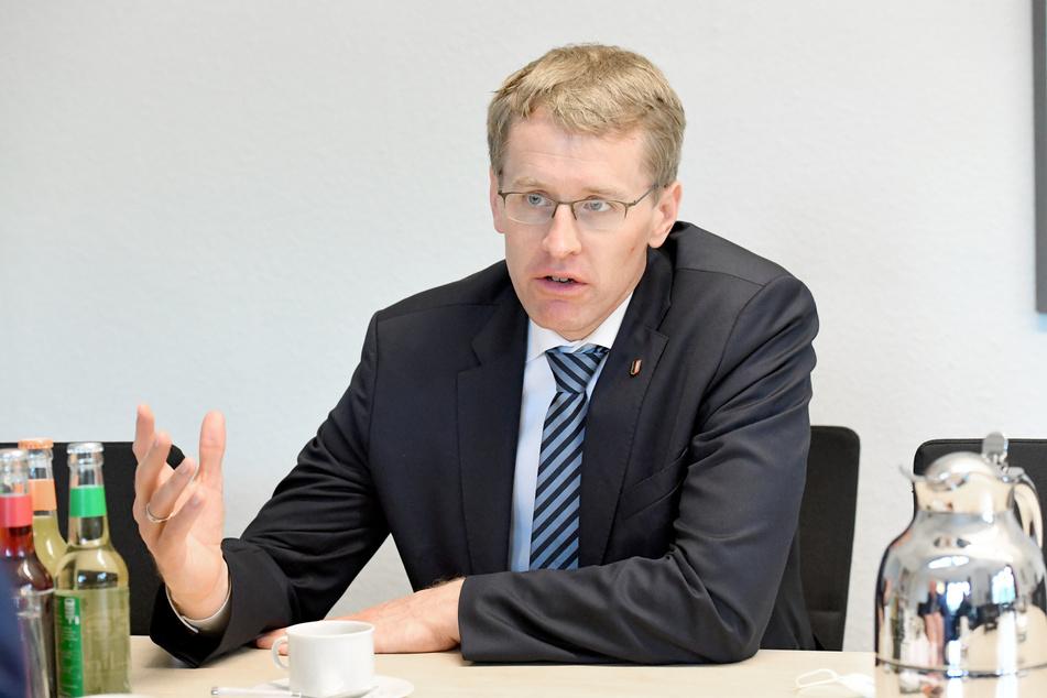 Schleswig-Holsteins Ministerpräsident Daniel Günther will an Weihnachten keine Kontrollen der Corona-Maßnahmen.