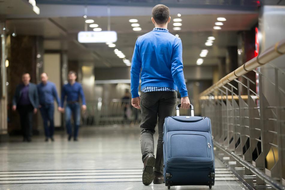 Mann lebt drei Monate lang im Flughafen, weil er Angst vor Corona hat