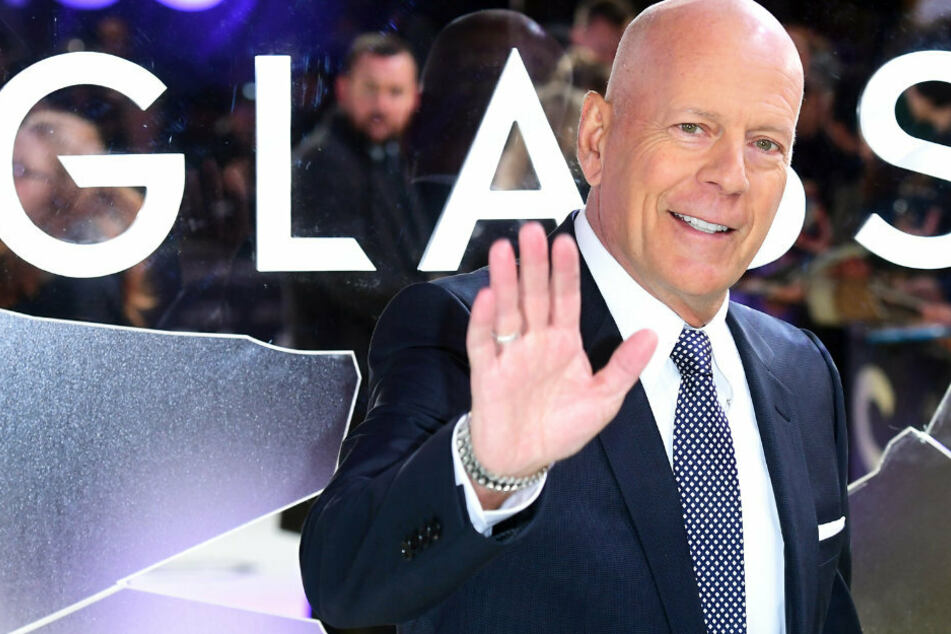 Der nächste Promi-Querdenker? Bruce Willis shoppt ohne Maske!