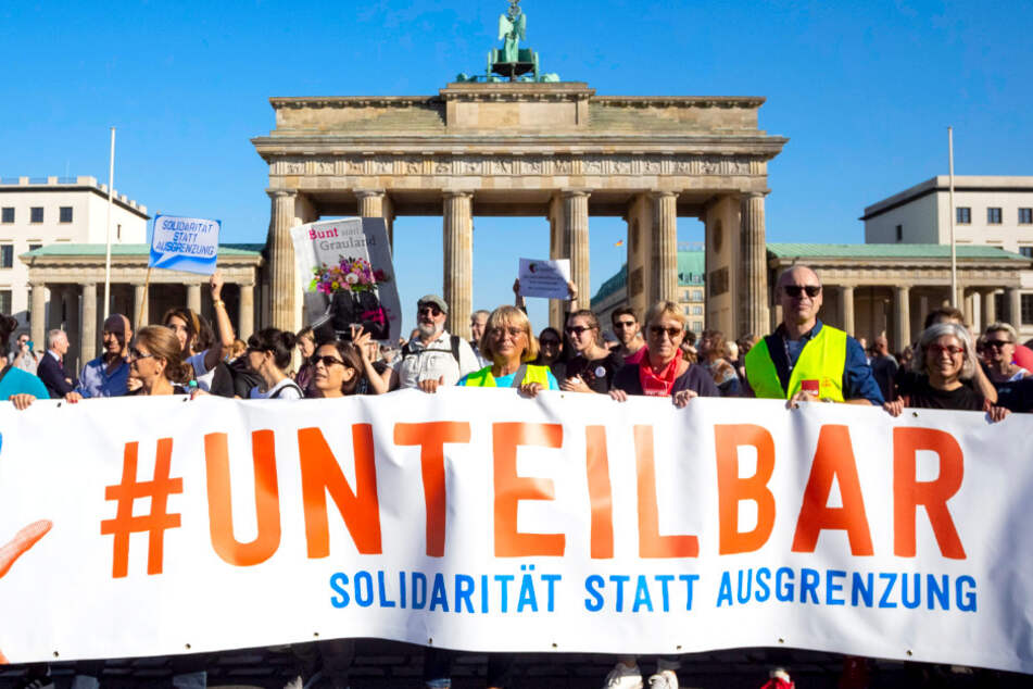 """""""Unteilbar""""-Demonstration: Bis zu 20.000 Teilnehmer bei Menschenkette erwartet"""