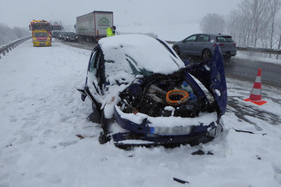 Winterchaos sorgt für spiegelglatte Straßen bei Zwickau: Erhöhte Unfall- und Staugefahr