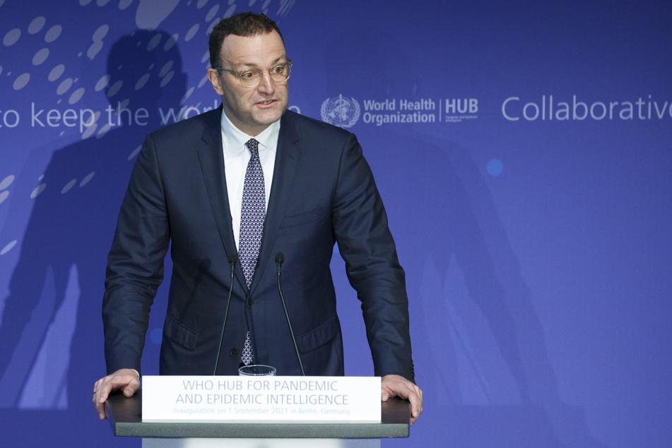 """Bundesgesundheitsminister Jens Spahn (41, CDU) verwies auf Studien, """"die eindeutig belegen, dass Booster-Impfungen für Hochbetagte, Pflegebedürftige und Menschen mit bestimmten Immunerkrankungen Sinn machen""""."""