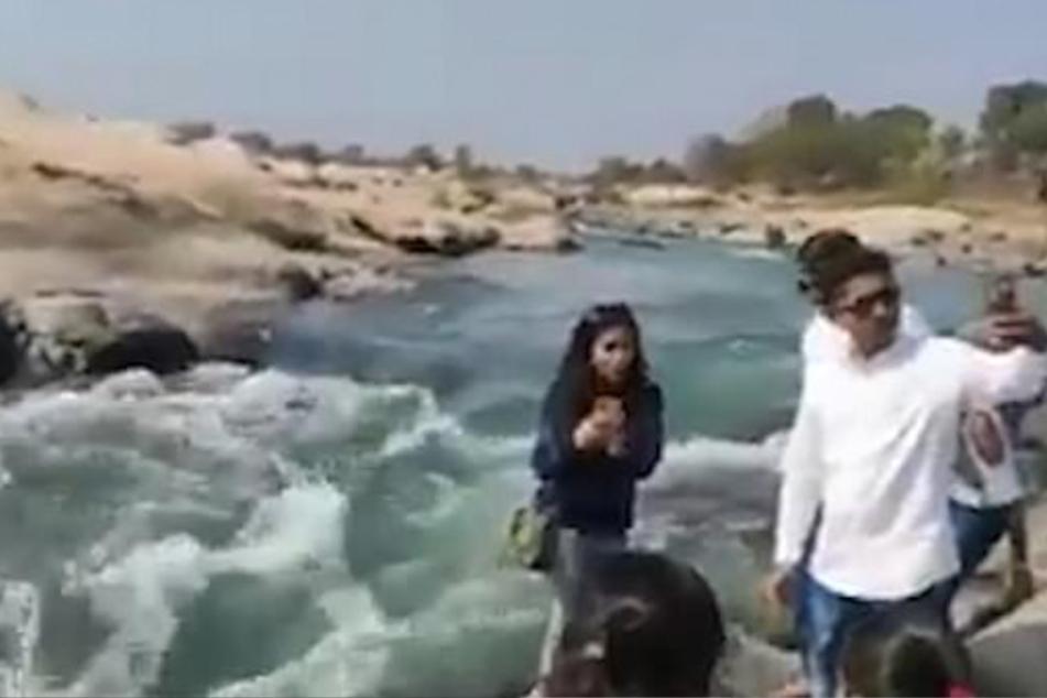 Mann will Selfie an Felsen schießen, doch dann verliert er Gleichgewicht