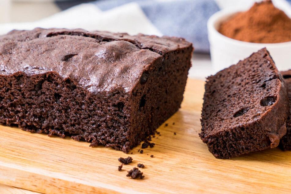 Ein saftiger Schokoladenkuchen, der durch seine einfache Zubereitung überzeugt.