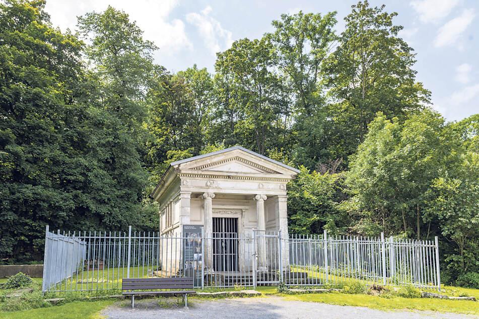 Das Kap-herr-Mausoleum befindet sich in der Nähe auf dem Krähenhügel.