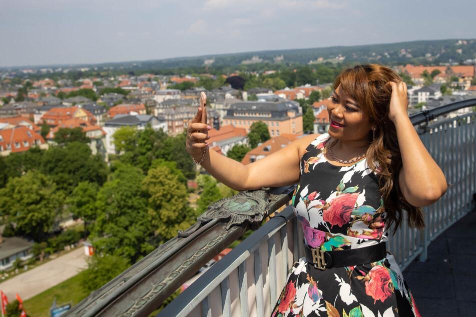 Vom Ernemannturm genießt die Bloggerin den Blick weit über Striesen hinaus.