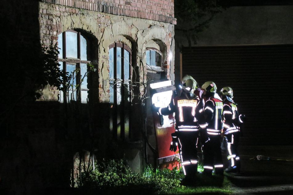 Feuerwehreinsatz im Erzgebirge: Mehrere Stockwerke einer Industriebrache eingestürzt