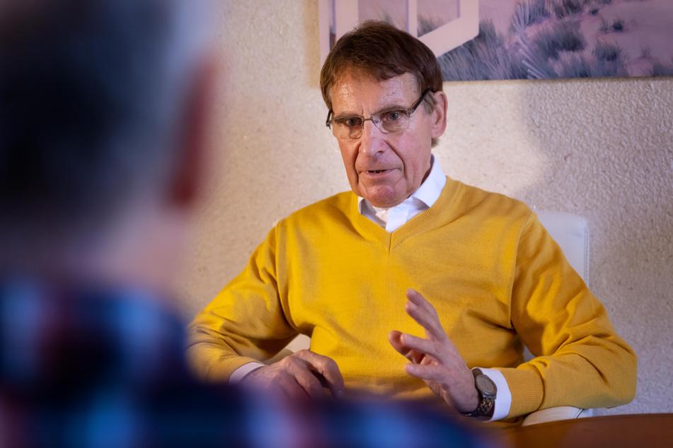 Auswege aus der Einsamkeit: Der psychologische Berater Dr. Ullrich Döhling (70) bietet Gespräche für Alleinstehende im Lockdown an.