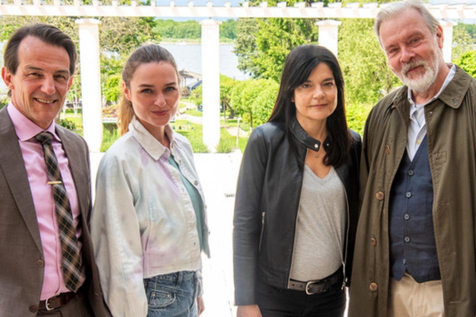 Von links: die Ermittler Oliver Radek (Hans-Werner Meyer, 57), Lucy Elbe (Josephin Busch, 34), Mina Amiri (Jasmin Tabatabai, 53) und Richard Hanke (Andreas Leupold, 62) als Vertretung für Alexander von Tal.