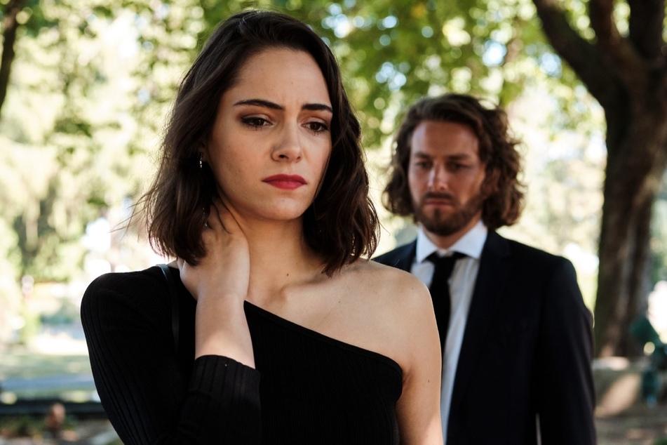 Bobbi (Asli Melisa Uzun, 25) weiß über die Zwillinge Bescheid. Was stellt sie nun im Staffelfinale an?