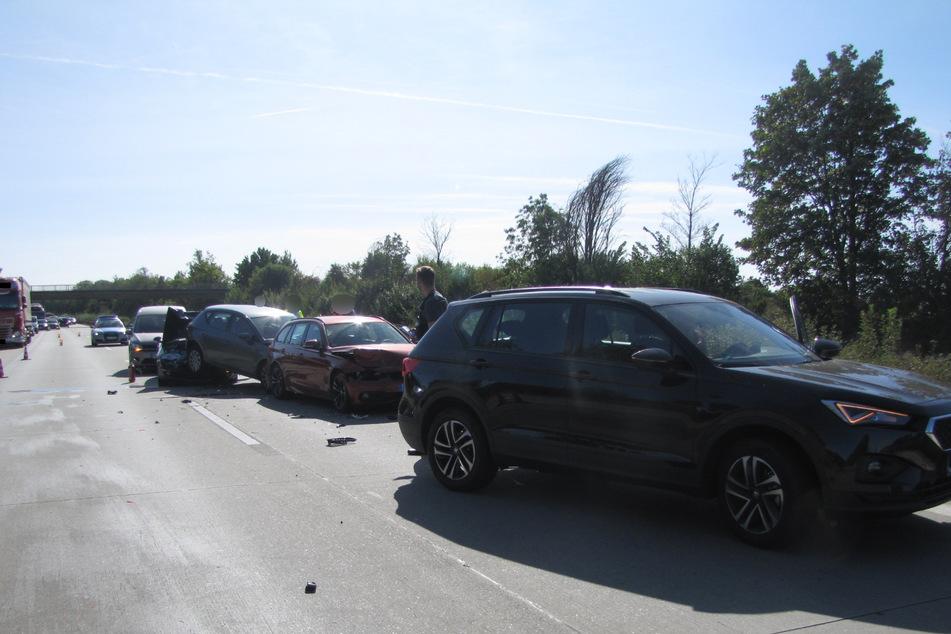 Sechs Fahrzeuge krachten am Freitagnachmittag ineinander.