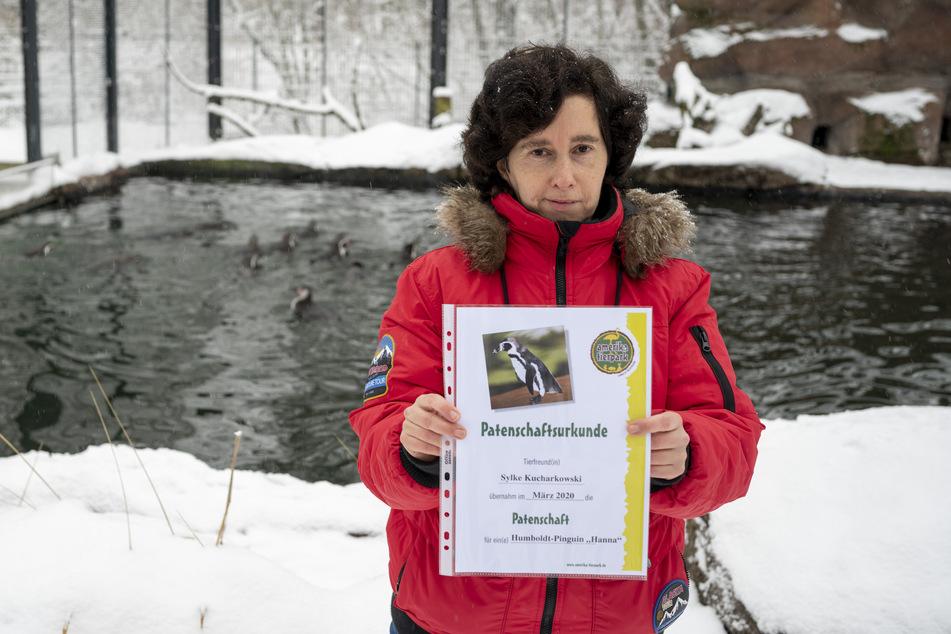 Sylke Kucharkowski (50) legte sich extra noch eine Patenschaft zu. Am liebsten hat sie Pinguine.