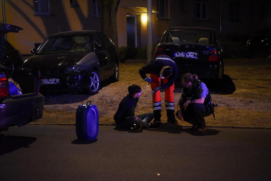 Ein Fass Benzin wurde im Auto gefunden. Den Männern ging es plötzlich schlecht.
