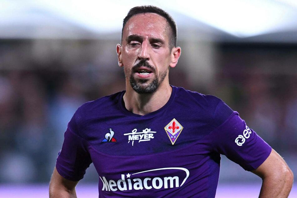 Franck Ribery (38) wechselt innerhalb der Serie A vom AC Florenz zu Aufsteiger US Salernitana, nachdem auch Hertha BSC Interesse an dem Flügelstürmer gezeigt haben soll.