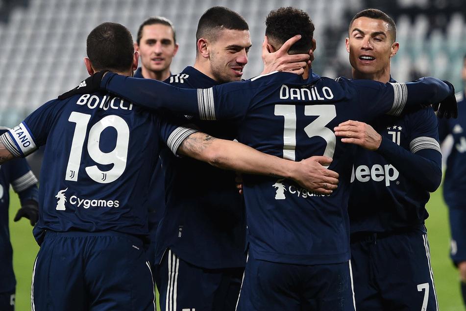 Merih Demiral (22, 3. v. r.) von Juventus Turin soll im kommenden Sommer offenbar auf der Liste des FC Bayern München stehen.