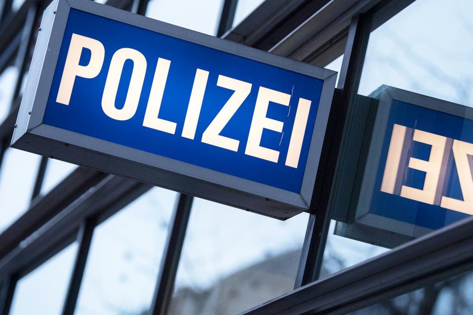 Aktion mit Folgen: Mann pinkelt bei Polizei in den Vorraum!