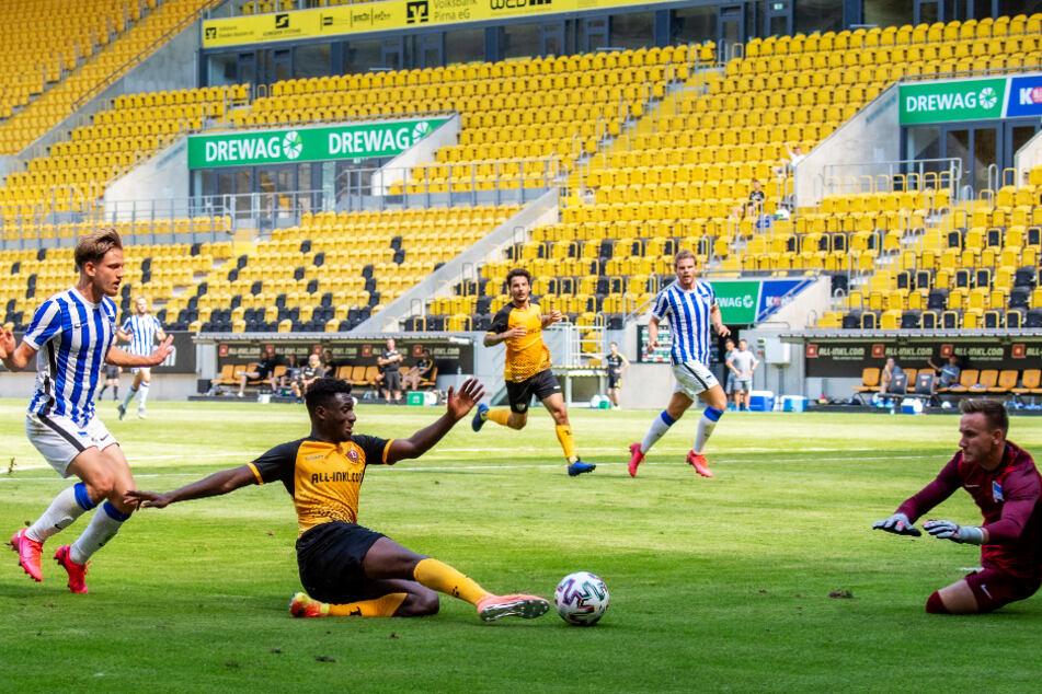 Endlich wieder Zuschauer im Rudolf-Harbig-Stadion: In der 1. Runde des DFB-Pokals sollen mindestens 8000 Zuschauer beim Spiel gegen den Hamburger SV zuschauen.
