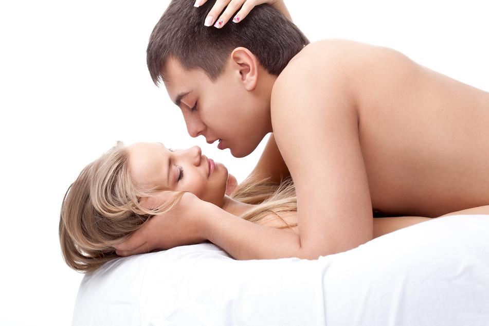 Ob beim Kuss oder beim Sex - das erste Mal ist unvergesslich. (Symbolbild)