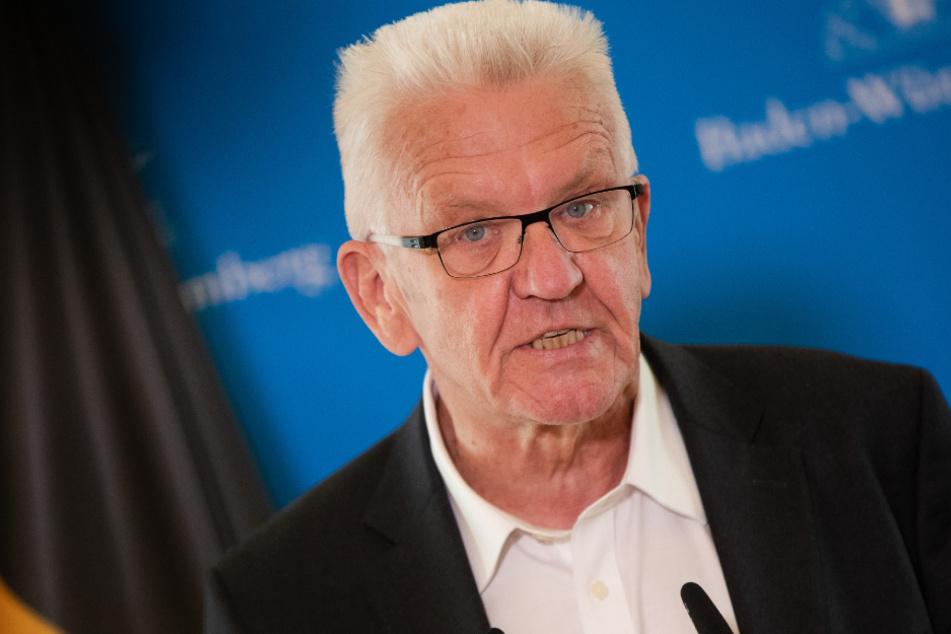 Blieb wohl unverletzt: Ministerpräsident Winfried Kretschmann (72, Grüne).