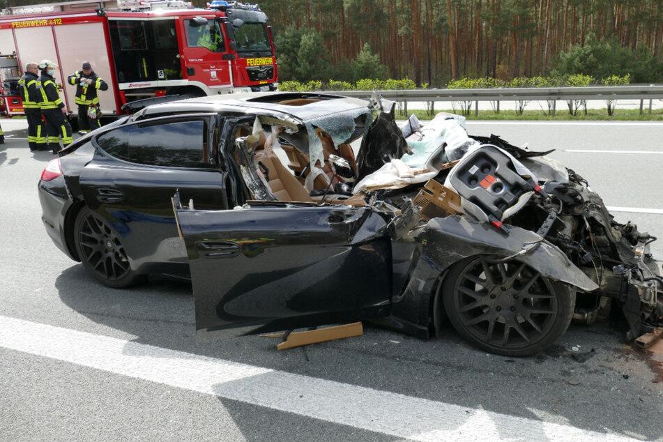Für den Fahrer kam jede Hilfe zu spät. Die Person starb noch an der Unfallstelle.