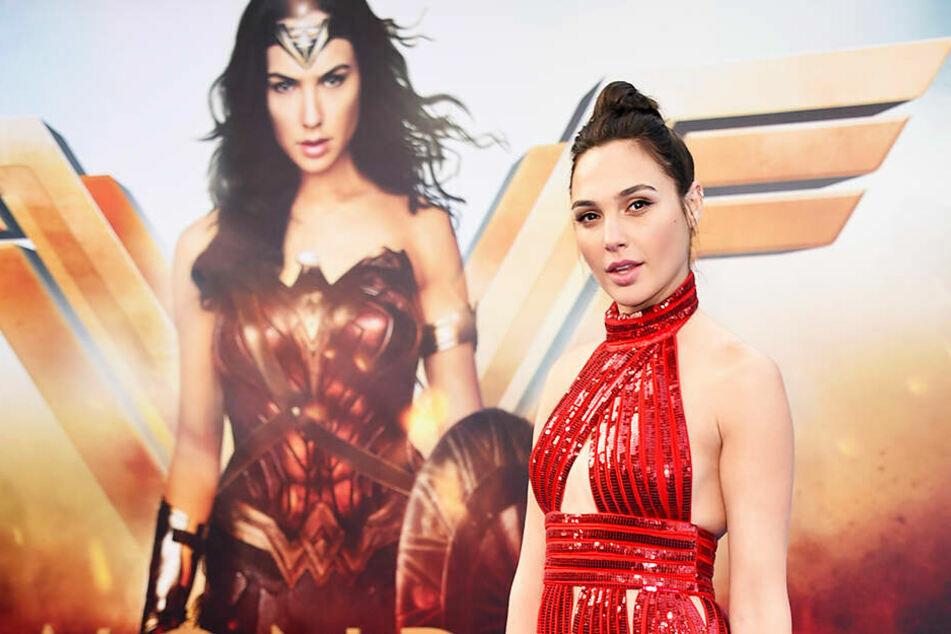 """Gal Gadot (35) wurde in der Rolle der """"Wonder Woman"""" bekannt. Nun wird sie abermals als Power-Frau zu sehen sein."""