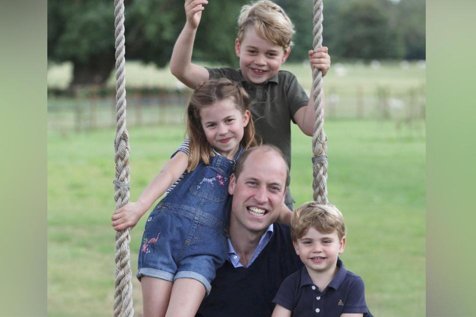 Prinz William (38), den Herzog von Cambridge, Prinz George (6), Prinzessin Charlotte (5) und Prinz Louis (2)