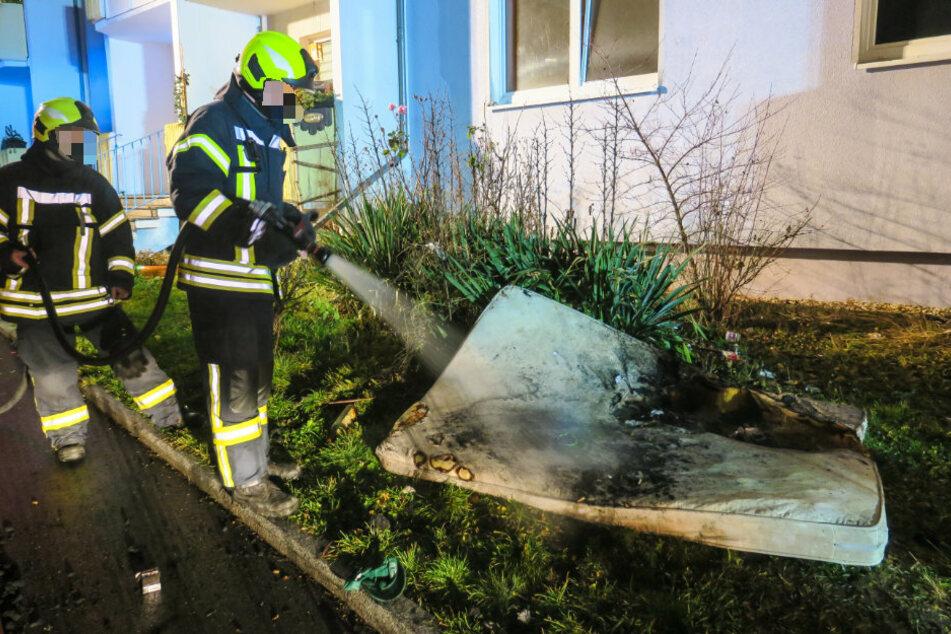 Eine Matratze war in Brand geraten.