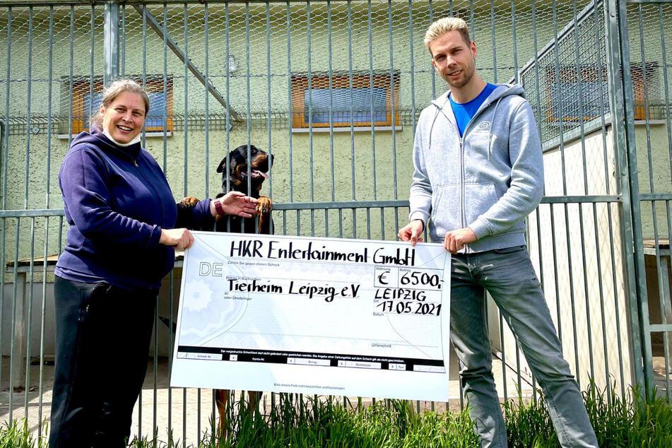 Am Montag übergab Philipp Immig auch den zweiten Teil der gesammelten Spenden an das Tierheim Leipzig.
