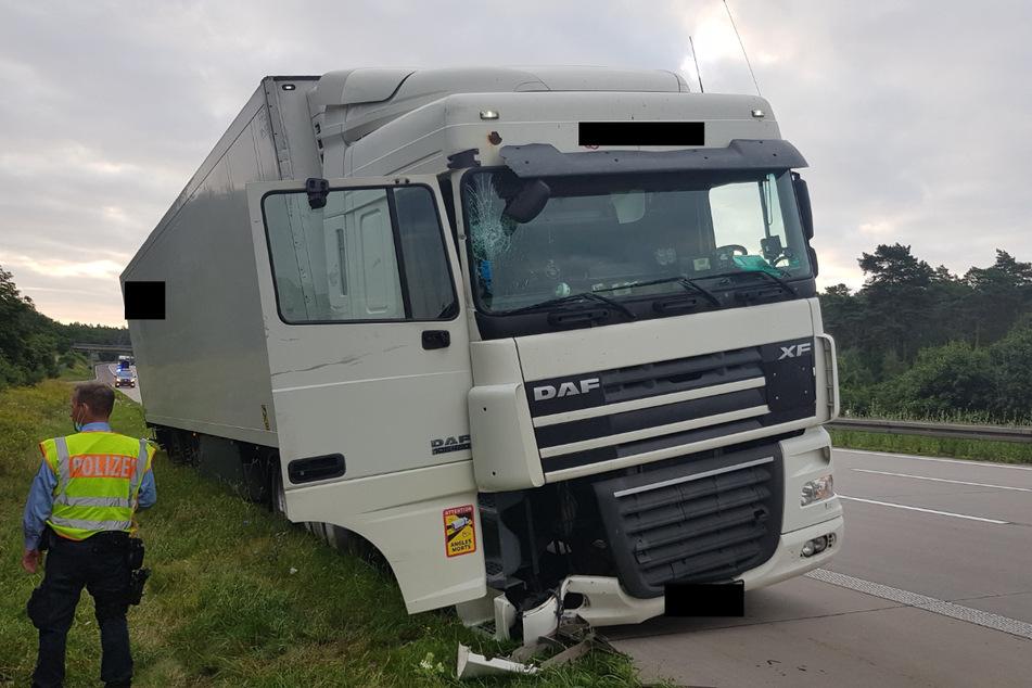 Ein völlig betrunkener Lkw-Fahrer (36) aus Weißrussland fuhr auf der A2 in die Leitplanke.