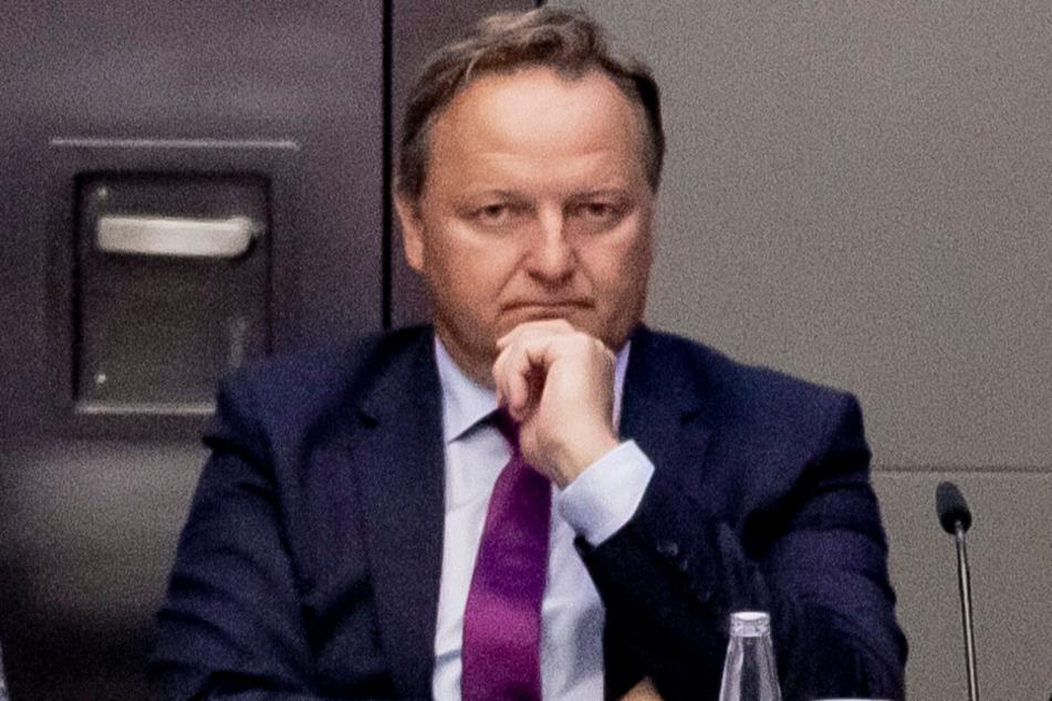 Der Bundesvorsitzende des Verbands Deutscher Realschullehrer, Jürgen Böhm, fordert Schulschließungen. (Archiv)