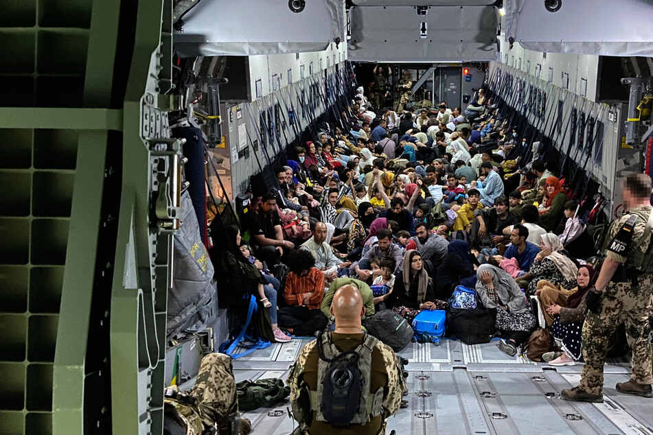 500 deutsche Soldaten in Afghanistan: Bundestag stimmt Rettungseinsatz zu!