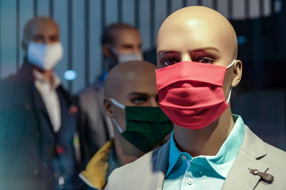 CDU und SPD wollen die Maskenpflicht auf den Einzelhandel ausweiten (Symbolbild).