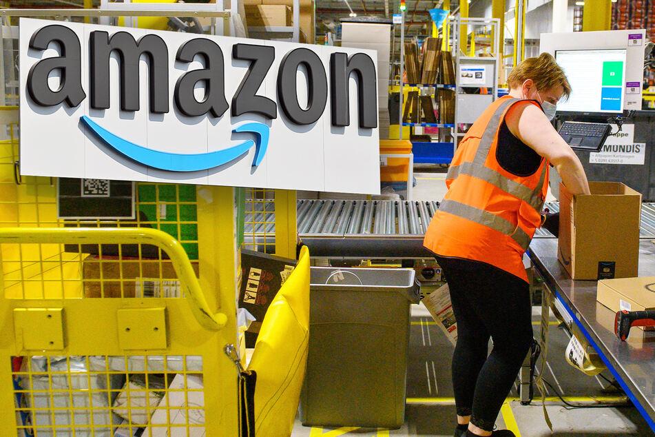 Amazon stellt 75.000 neue Leute ein und zahlt mehr als 80 Euro Prämie für Geimpfte