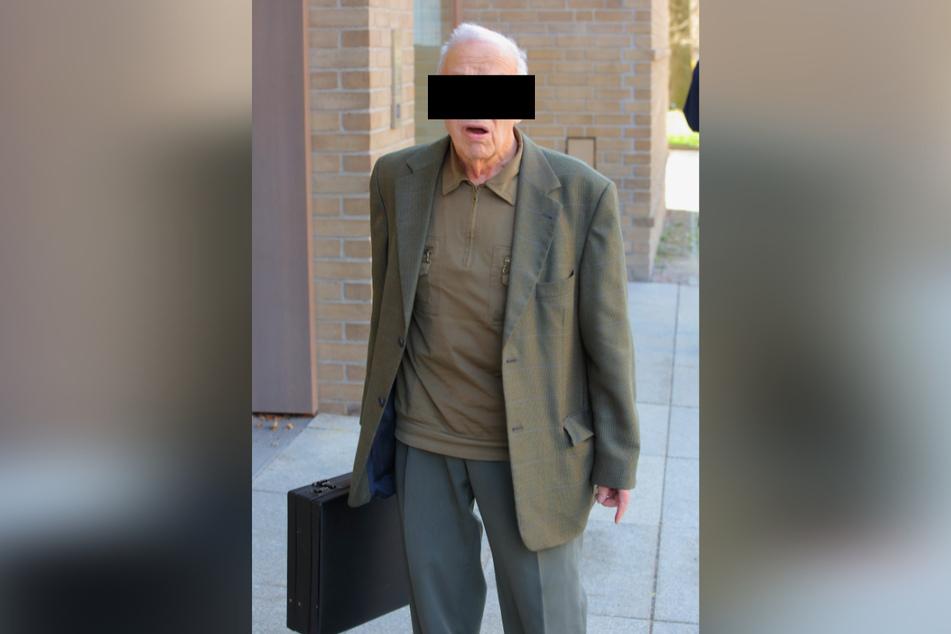 Gerhard H. (87) musste sich vor dem Amtsrichter in Dresden verantworten.