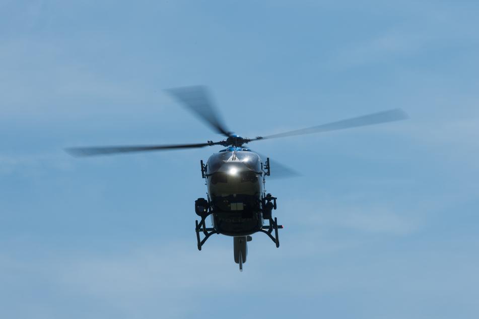 Am Donnerstag kontrollierte die Polizei unter anderem mit einem Hubschrauber die A72 zwischen Hartenstein und Chemnitz. (Symbolbild)